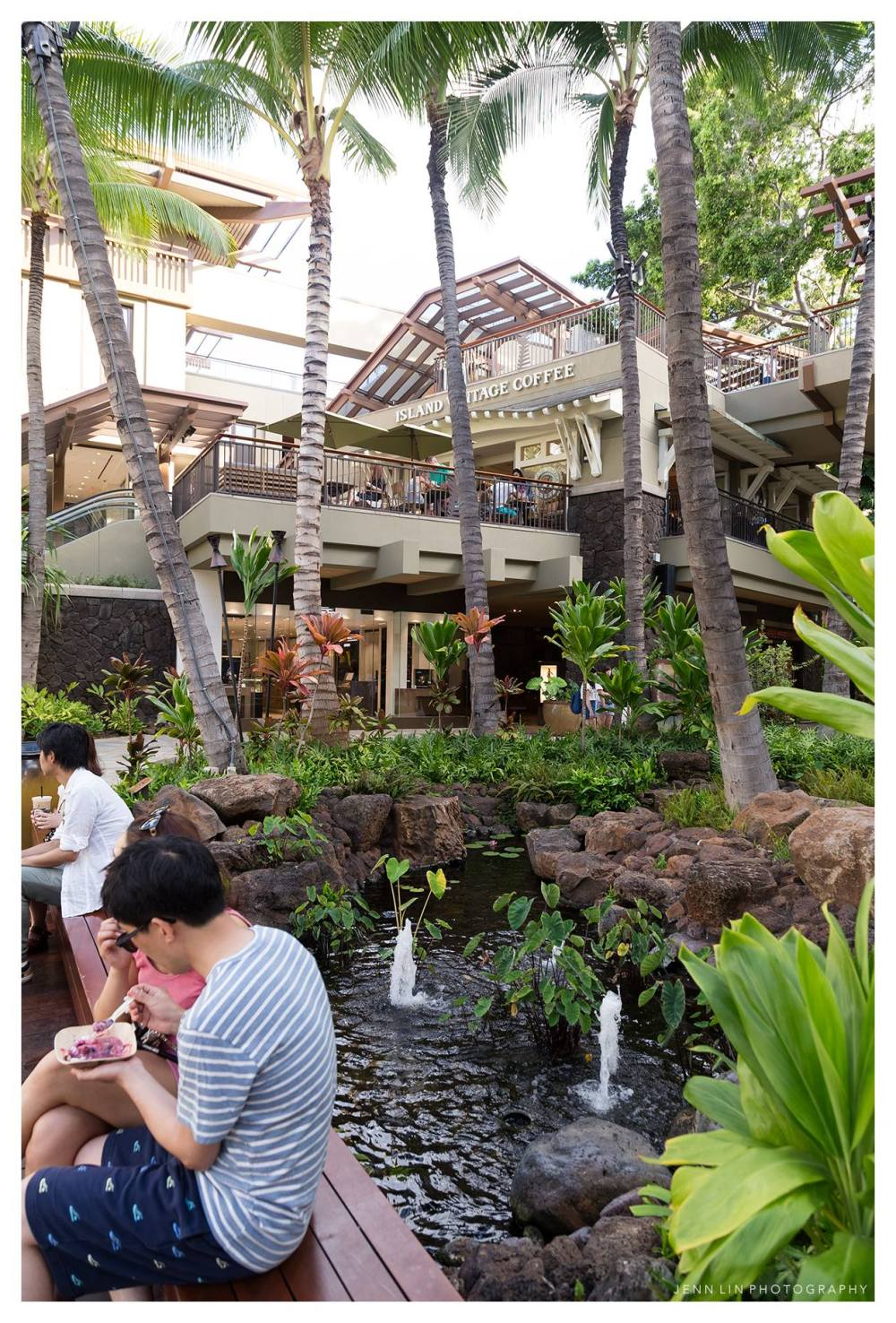 Paradise Coffee in Waikiki © 2015 Jenn Lin